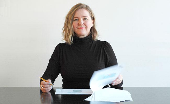 Cecilia Kollross, onafhankelijk ontwerper met ervaring in architectuur- en interieurontwerp.