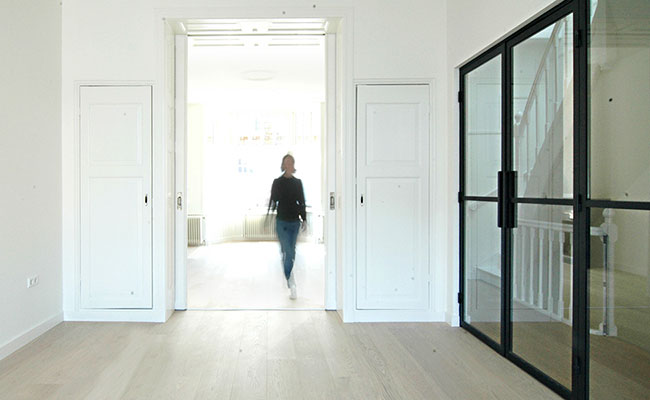 With smart adjustments, Cecilia Kollross turns interiors into practical user spaces.