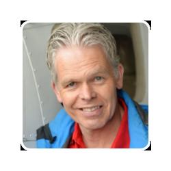 Bart Landman - HSTotaal Communicatie & Design, ontwerpt creatieve concepten, huisstijlen en (info)graphics voor b2b-bedrijven, zowel profit als non-profit.