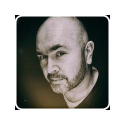 Pierre Jacobs produceert bedrijfsfilms, maar ook videopitches, sfeerimpressies en documentaires. Hij gaat op zoek naar de authenticiteit van uw bedrijf en de menselijke factor: belangrijke redenen waarom mensen zaken met u willen doen.